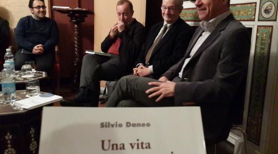 """Presentazione del libro """"Una vita tra quattro mari"""" di Silvio Daneo"""